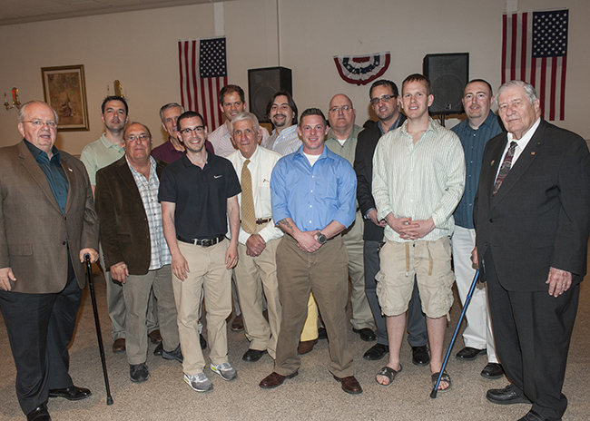 Student, alumni and community veterans pose for a photo at the end of the evening.