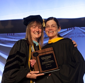 Vice President for Academic Affairs & Provost Dr. Vicki Bastecki-Perez presents Jill Beccaris-Pescatore with the Pearlstine Award for Teaching Excellence.